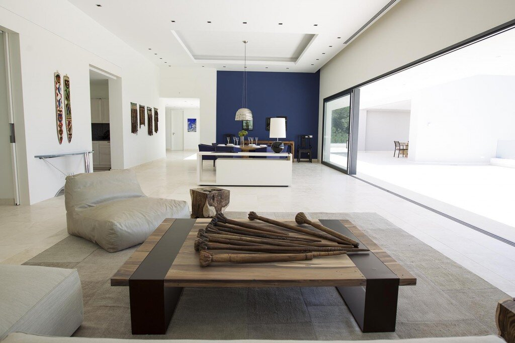 Minimalist project in a complete harmony. A Zen house?