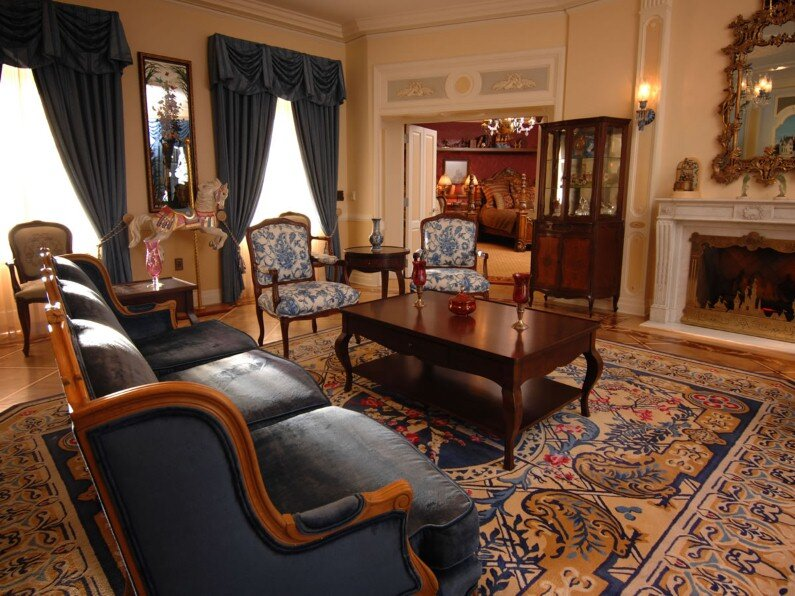 A beautiful selection of 15 living rooms, decorated in classic style (11)