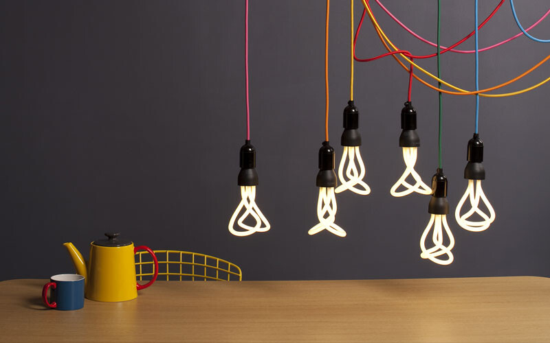 Designer Samuel Wilkinson has chosen to redefine filament bulbs - Plumen (8)