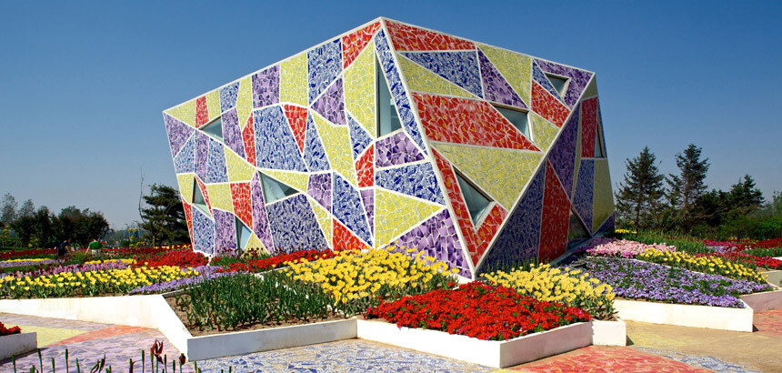 The Mosaic Park Architecture And Landscape Ceramics And Flowers