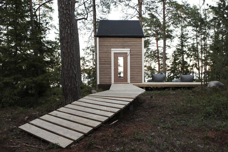 Small cabin in the woods made ​​by designer Robin Falck (1)