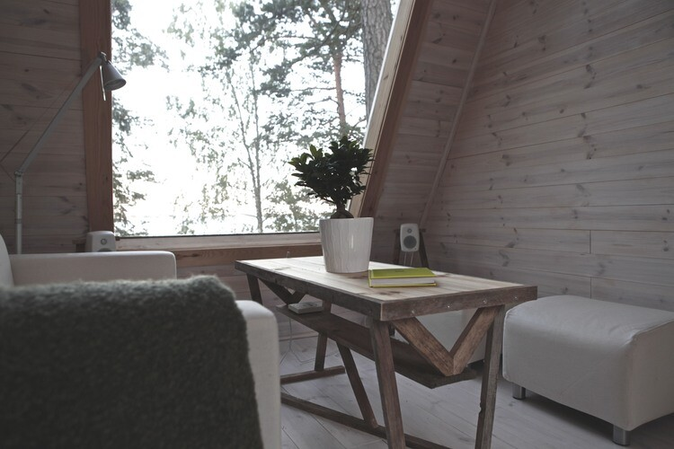 Small cabin in the woods made ​​by designer Robin Falck (2)