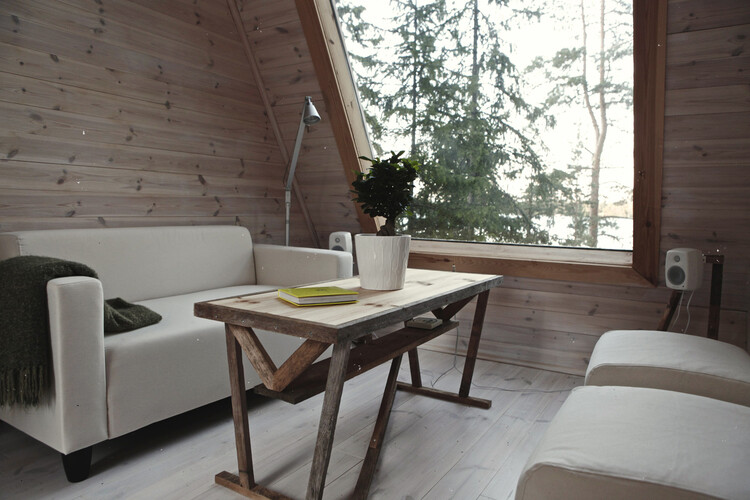 Small cabin in the woods made ​​by designer Robin Falck (5)