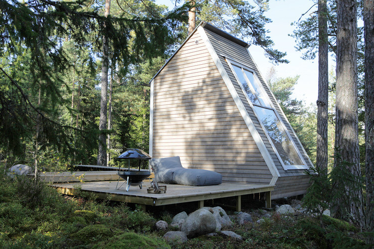 Small cabin in the woods made ​​by designer Robin Falck (6)