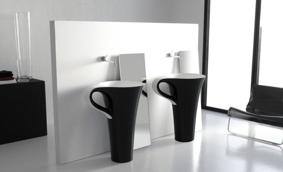A cup of coffee in the bathroom … by Meneghello Paolelli Associati