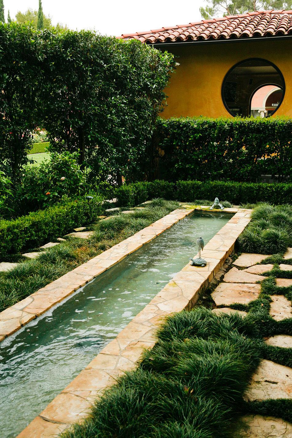 A beautiful Italian style garden by EPT Design