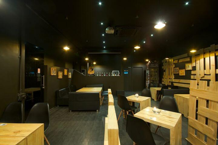 Cafe Crust by Ignitus Architectural Studio (1)