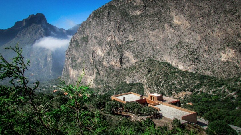 Modern house surrounded by mountains Narigua by P mas Cero arquitectura (2)
