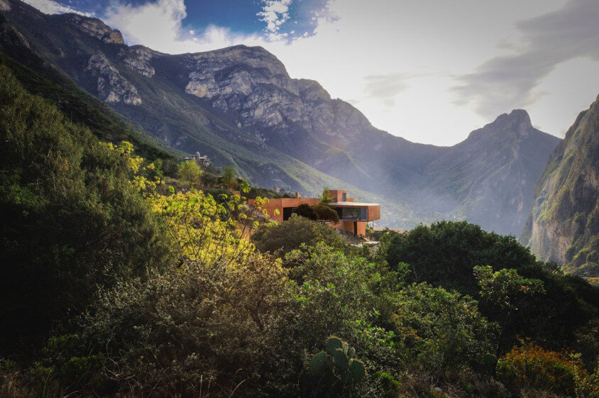 house surrounded by mountains Narigua by P mas Cero arquitectura (6)