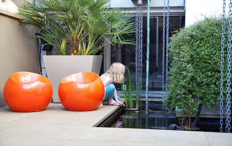 Patio garden from Wandsworth Town, London, designed by Amir Schlezinger (3)