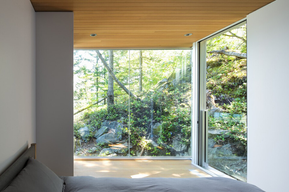 Gambier Island House - where beauty and silence reign  by McFarlane Green Biggar Architects (8)