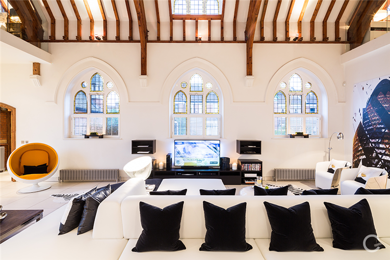 Luxury Residence: modern interior design in an old church
