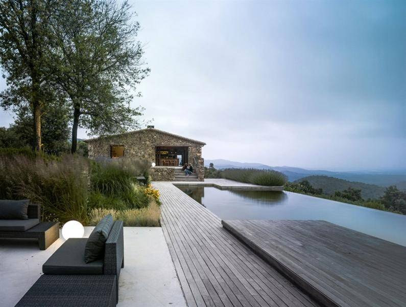 Villa CP: Catalonia traditional farm transformed into a modern house