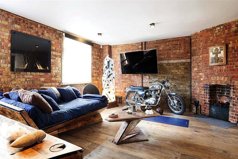Wonderful Apartment Refurbished With Unconventional Interior Design