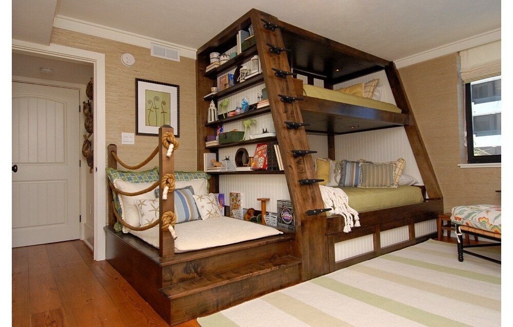 Bunk bed for kids' room by Del Mar