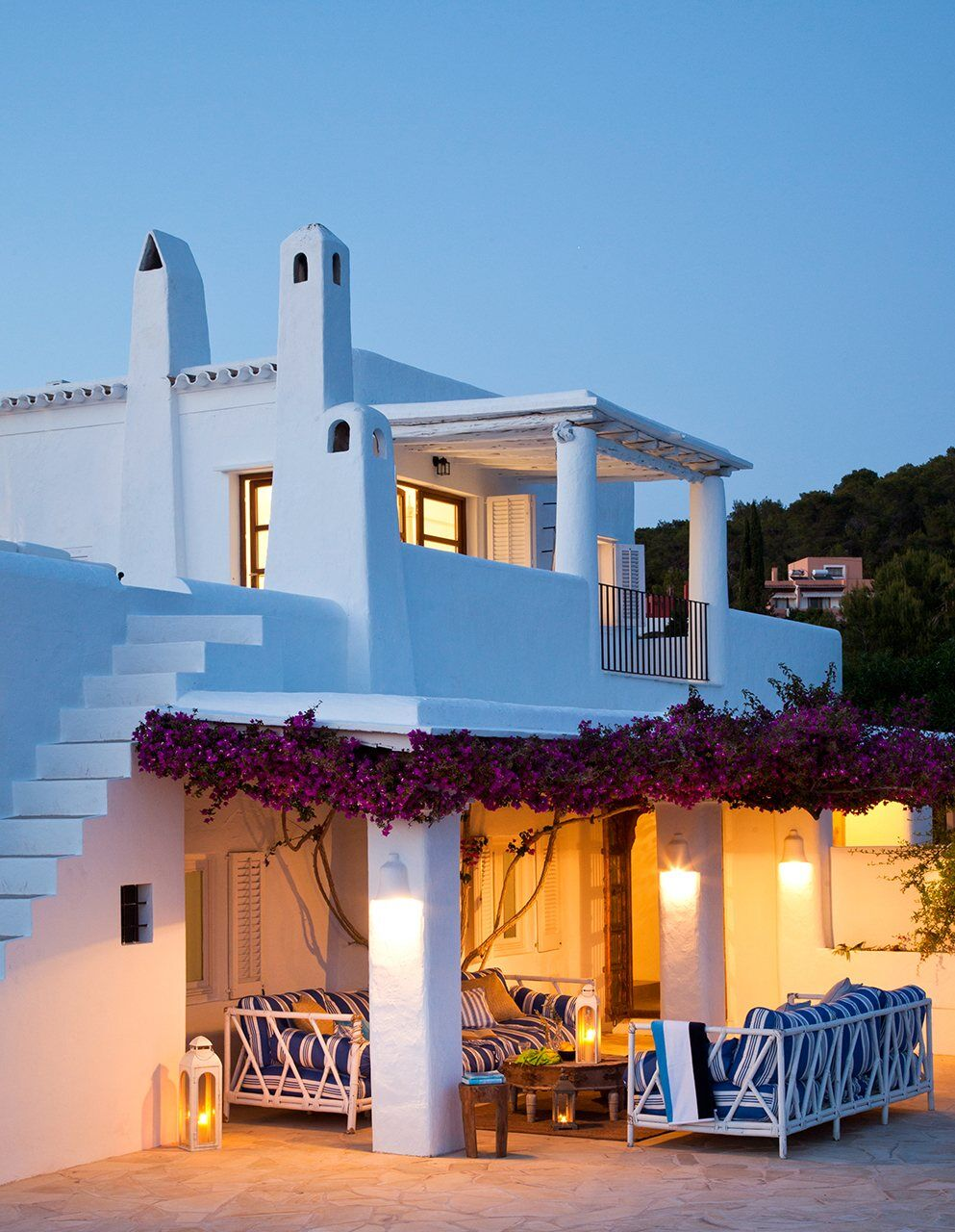 Coastal decor and traditional architecture under for Mediterranean style beach house