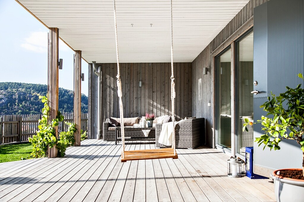 Scandinavian-style house with a splendid view of the sea - www.homeworlddesign.com  (2)