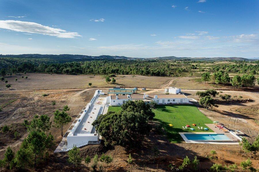 Monte Novo da Cruz by [i] DA Arquitectos - www.homeworlddesign. com (4)