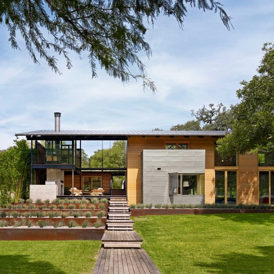 Modern architecture with a strong connection to nature: Hog Pen Creek Residence