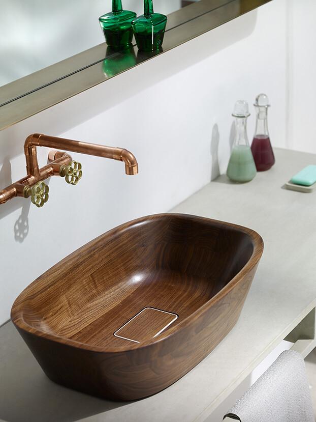 Delicate bath supplies made from aromatic walnut - www.homeworlddesign. com (6)