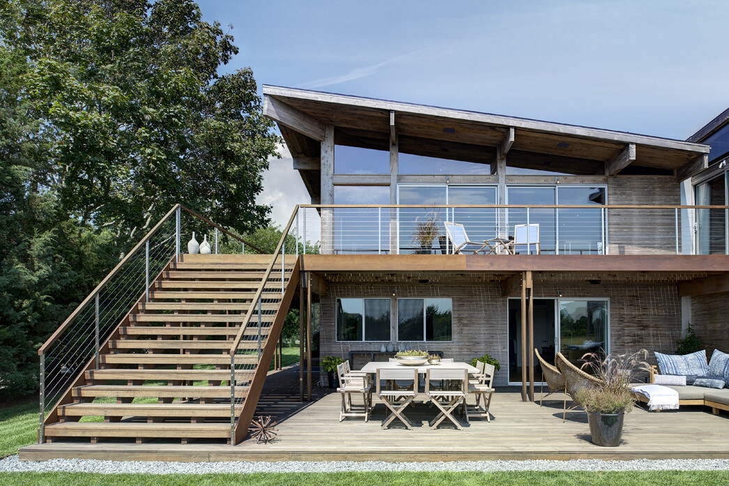 Far pond house renovated by bates masi architects for Modern 70s house