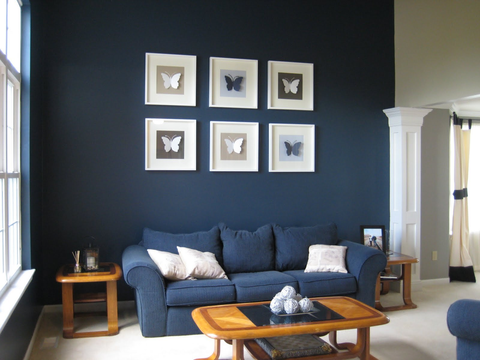 Painting room with hues of blue for Wall painting living room ideas