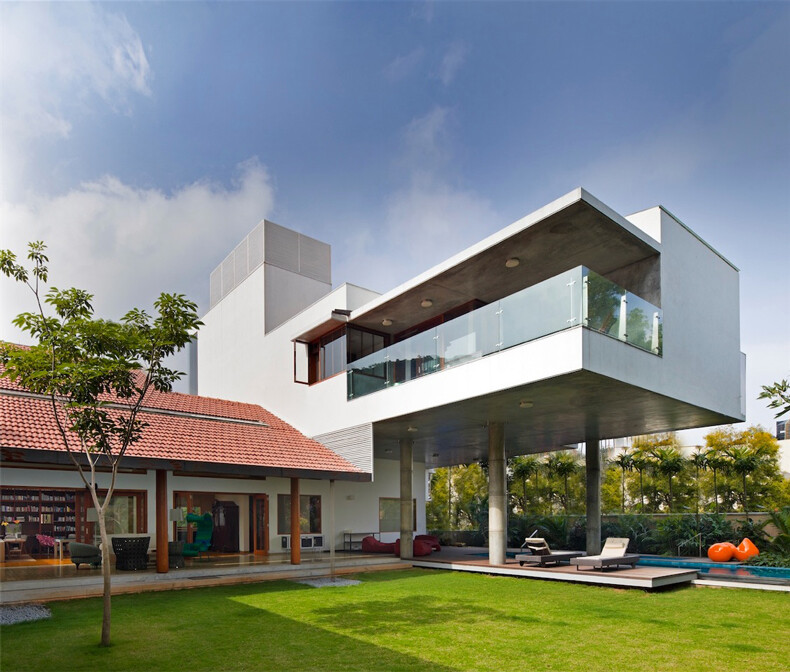 Library House contemporary architecture and nostalgic air - www.homeworlddesign. com (2)