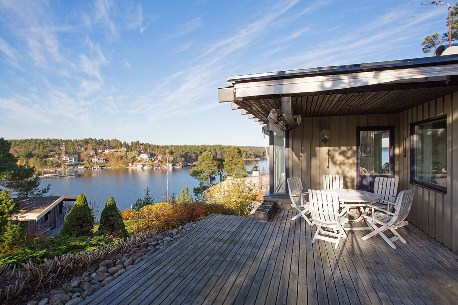 Swedish house with a generous view of the sea