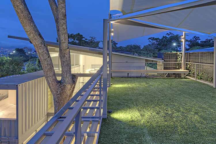 Shipping containers house Incubo by Maria Jose Trejos - HomeWorldDesign (3)