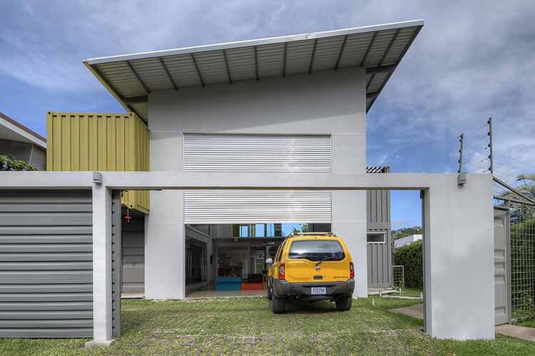 Shipping containers house Incubo by Maria Jose Trejos - HomeWorldDesign (6)