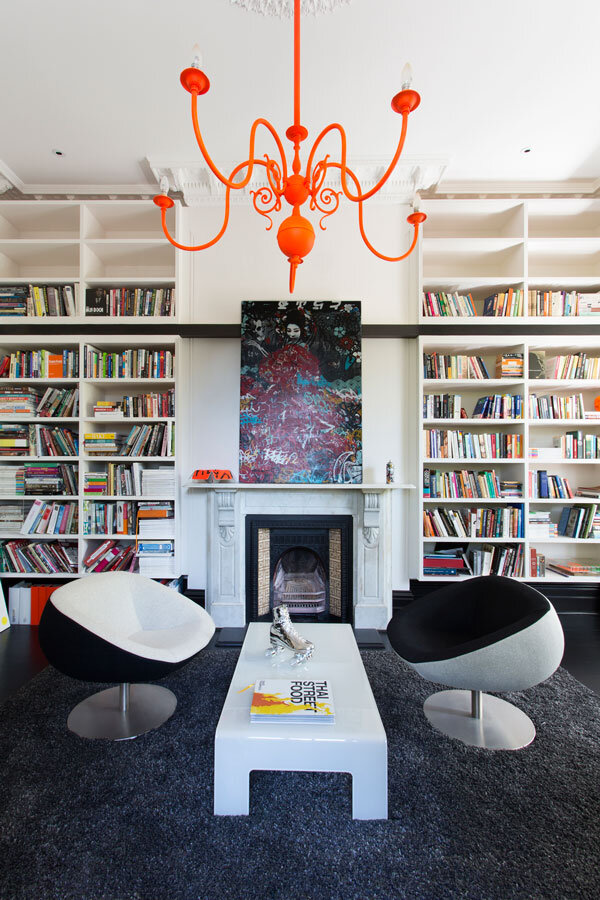 Victorian house with contemporary interior design - Bibliotheque decoration de maison ...