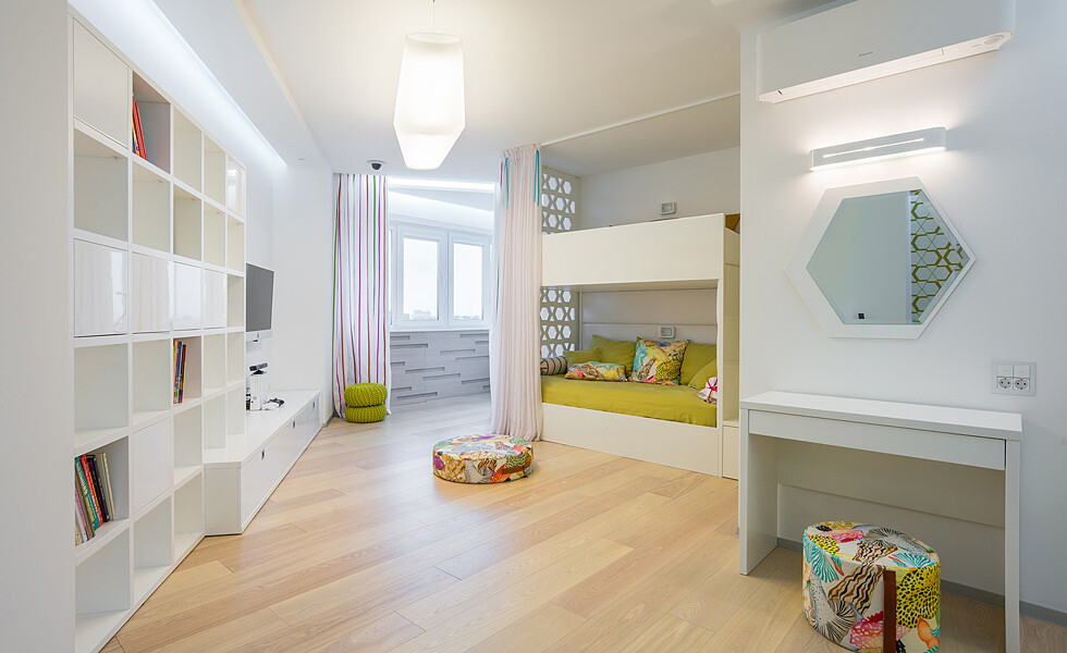 White and mirrors can transform and expand space -  apartment in Rostov on Don - HomeWorldDesign (11)