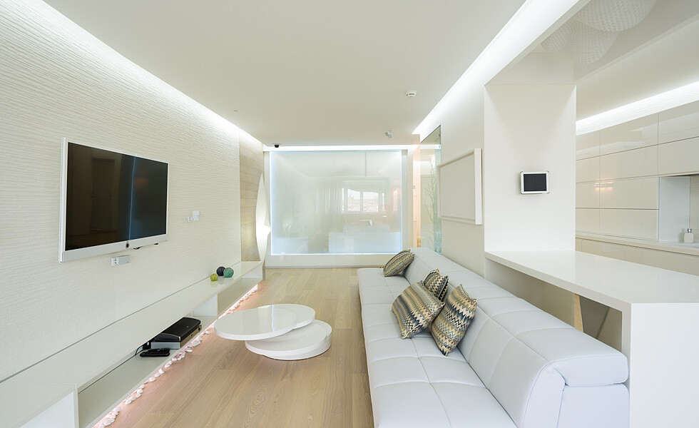White, light and mirrors can transform and expand space -  apartment in Rostov on Don - HomeWorldDesign (6)