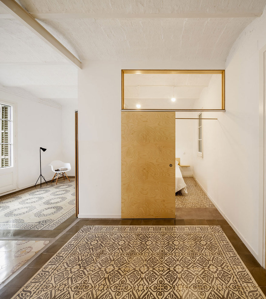 Apartment Eixample renovated by the Spanish architect Adrian Elizalde - HomeWorldDesign (6)