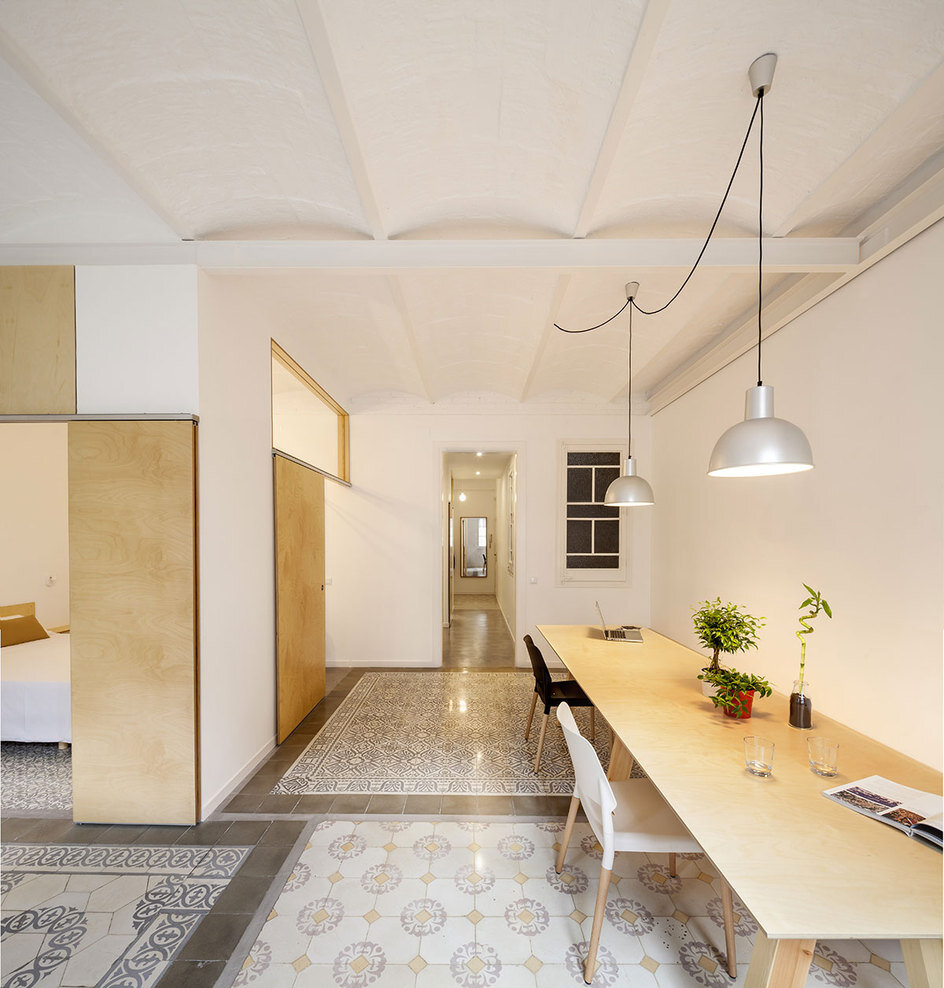 Apartment Eixample renovated by the Spanish architect Adrian Elizalde - HomeWorldDesign (7)