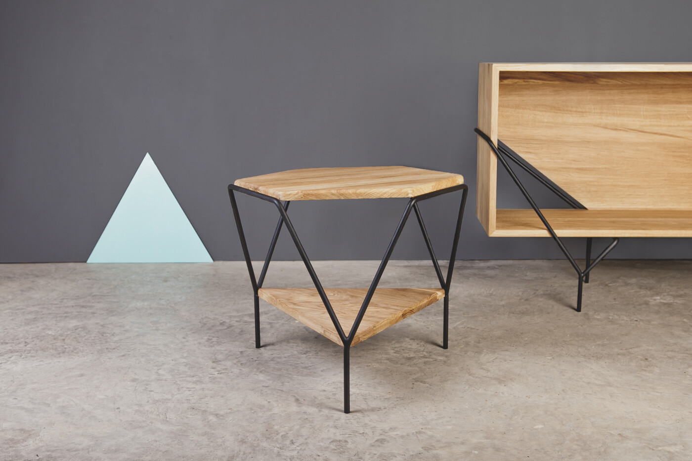geometric shapes and metal wood combination homeworlddesign 1