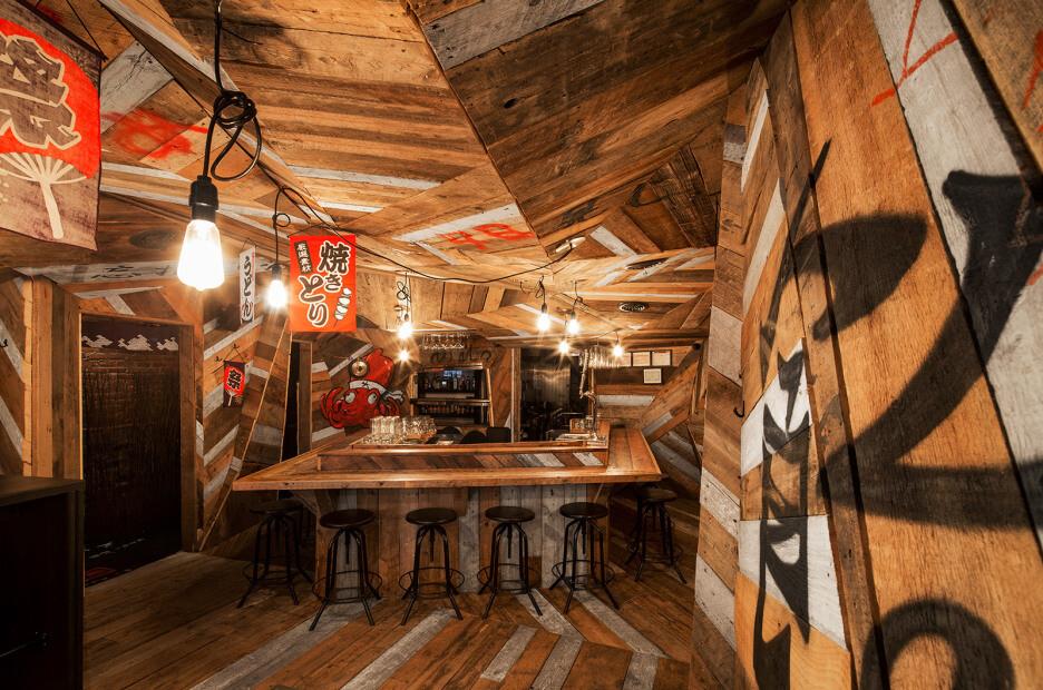 Japanese restaurant Izakaya Kinoya by Jean de Lessard - HomeWorldDesign (1)