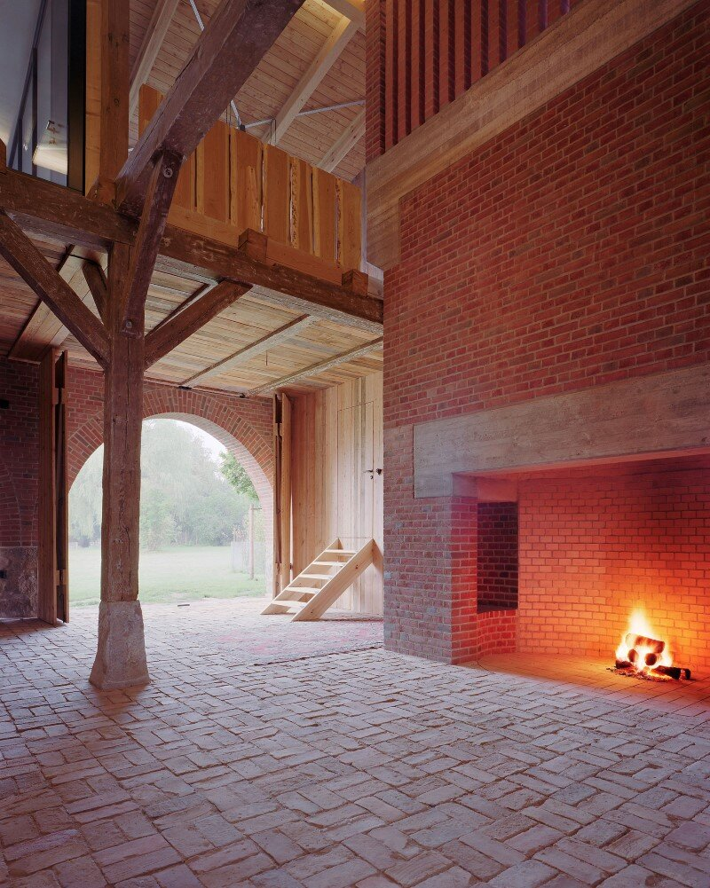 Rote Scheune by Thomas Kroger converting a barn in an attractive holiday destination - HomeWorldDesign (16) (Custom)