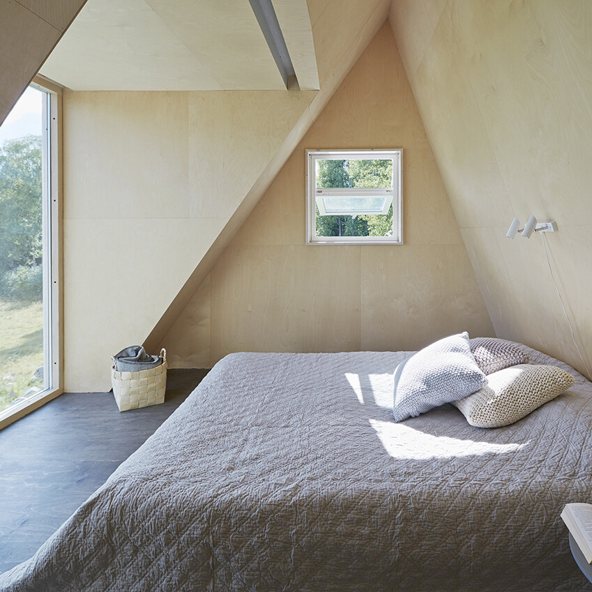 Summer retreat with triangular profile  Leo Qvarsebo - HomeWorldDesign (7)
