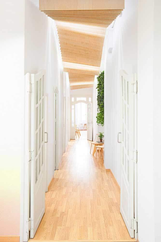 Spanish school from Valencia - interiors by Masquespacio - HomeWorldDesign (19)
