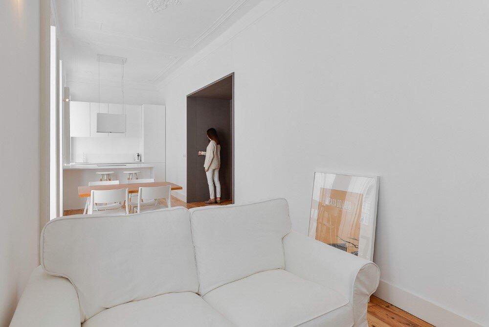 House  Mouraria minimal and modern in a historic neighbourhood in Lisbon - HomeWorldDesign  (31)