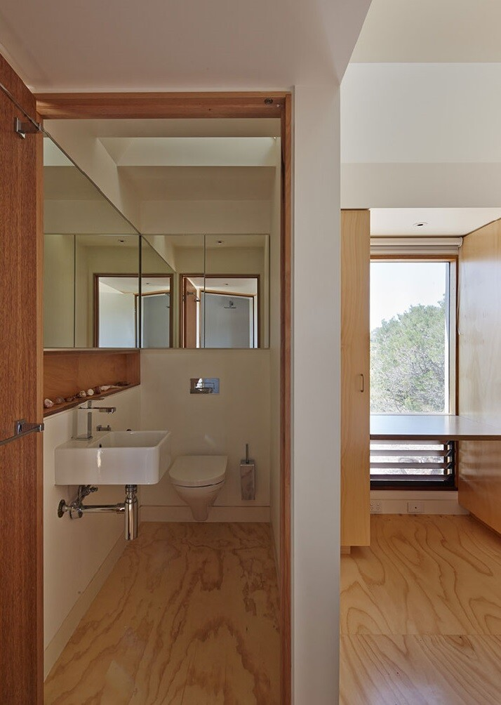 Chicory kiln converted into a family home by Andrew Simpson Architects - Bathroom