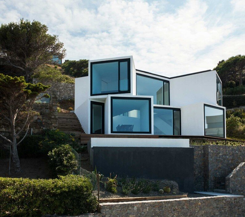 Geometric architecture connected to the sun and sea for Home architecture facebook