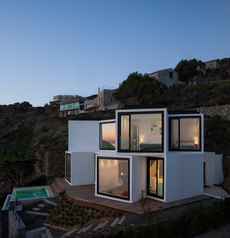 Geometric architecture connected to the sun and sea Sunflower House - Costa Brava