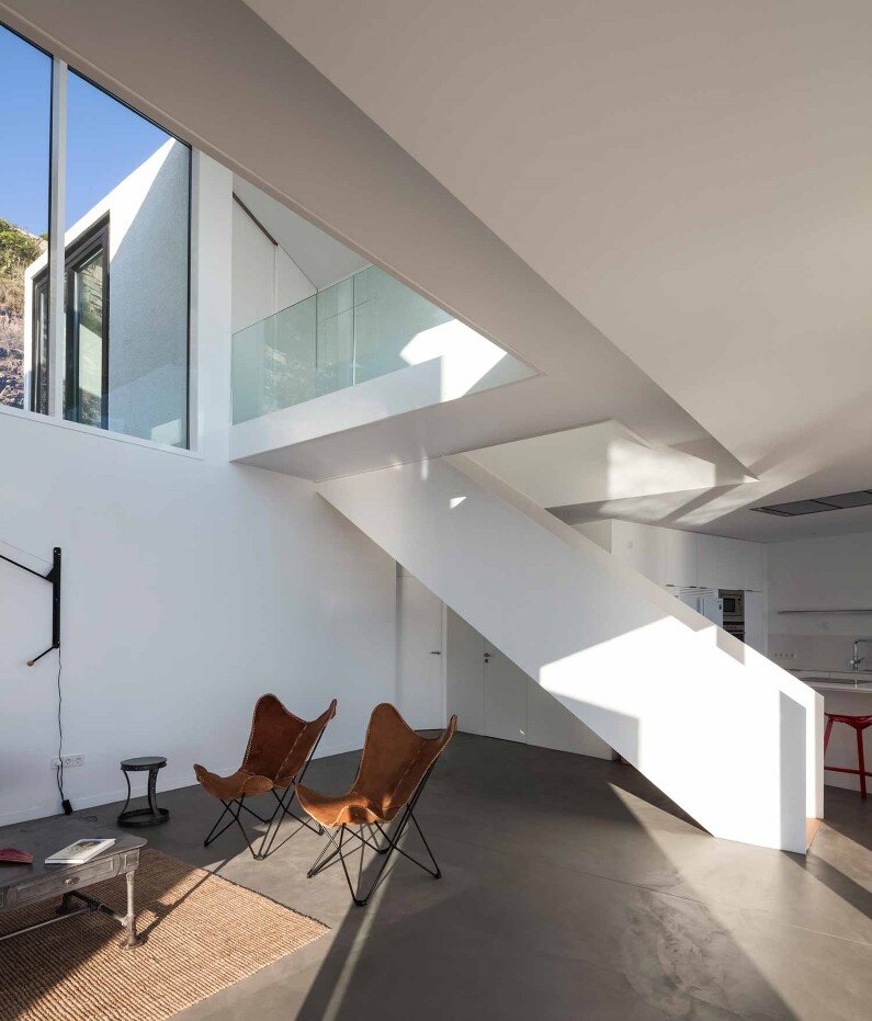 Geometric architecture connected to the sun and sea -Sunflower House by Cadaval & Solà-Morales (Custom)