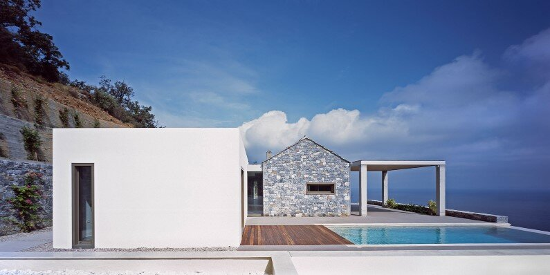 Melana Villa: contemporary architecture with traditional materials