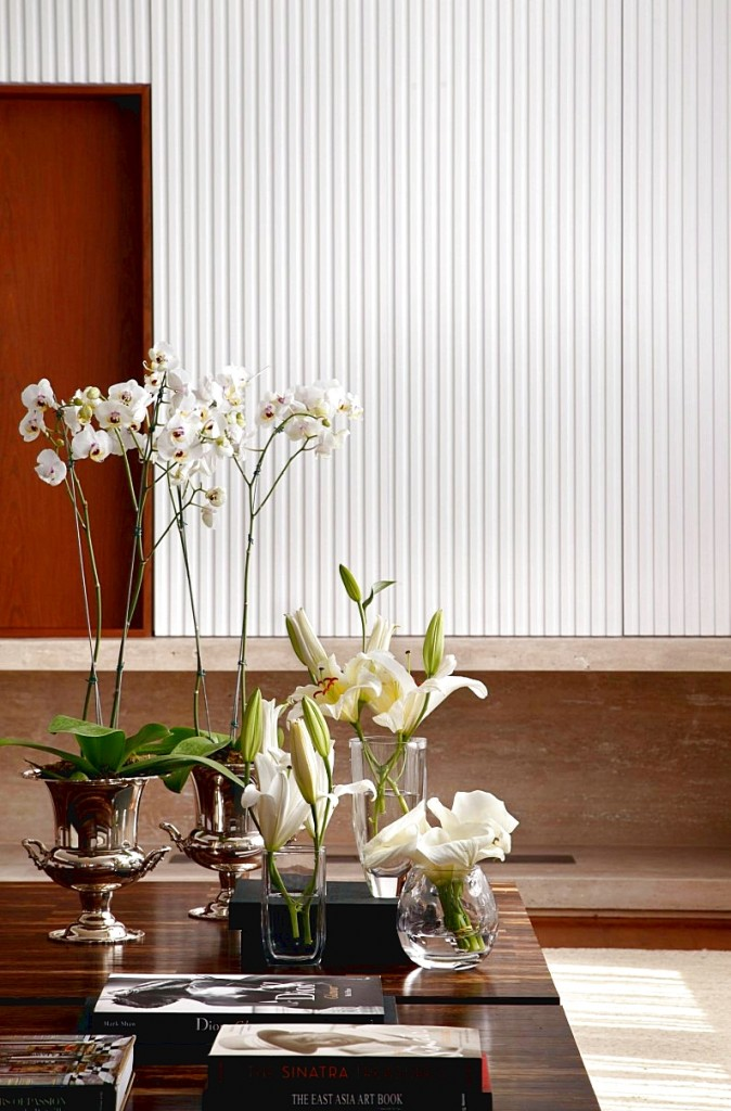 Minimalist interior design PV House by Brazilian designer Guiherme Torres.