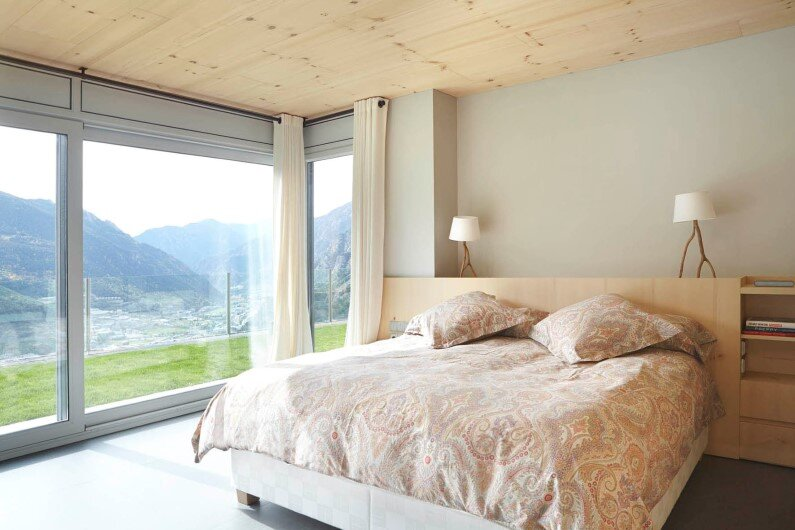 Retro house with wooden interior that gives freshness - bedroom design