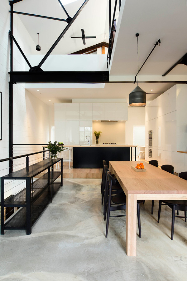 Warehouse transformed into a bright house - Regent Street Warehouse