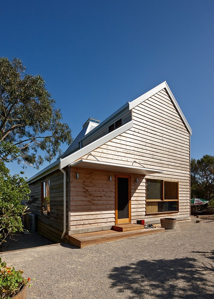 family beach home by Andrew Simpson Architects and Charles Anderson